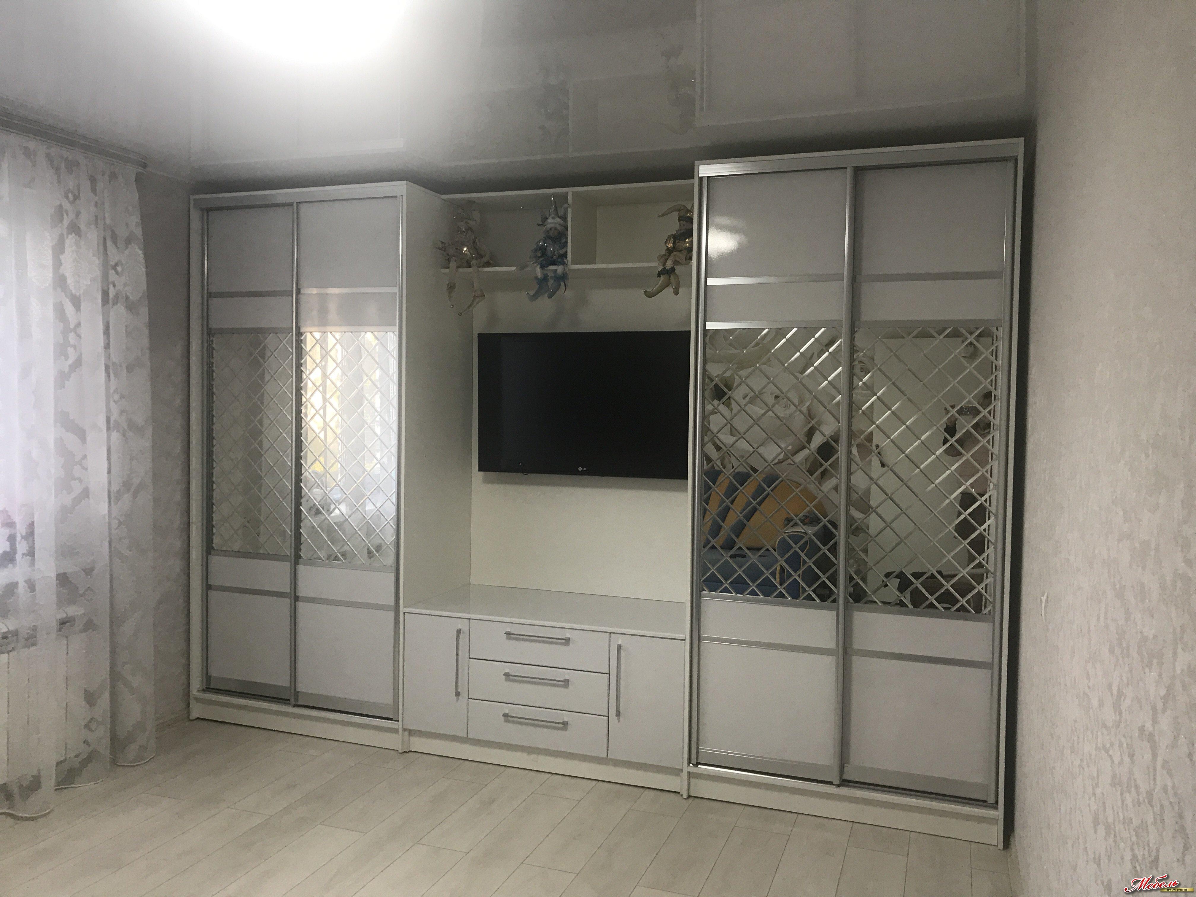 шкаф-купе в гостинную с гравировкой